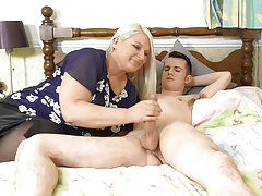 Chunky mature blowjobed young guy get fuck and cumshot